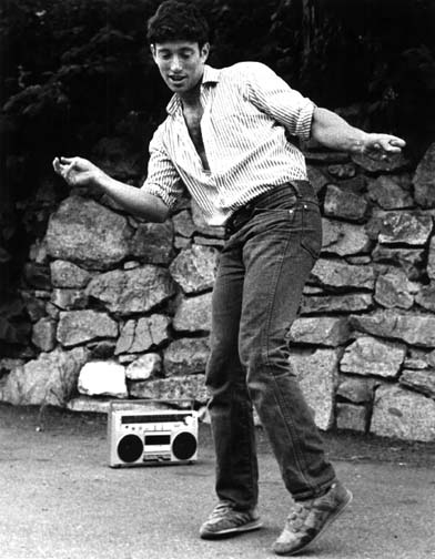 Jonathan Richman dancing (photo by Hank Meals)