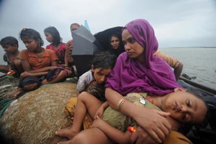 Arakan'da rohingyalı müslümanlara karşı uygulanan vahşi devlet terörü ve rohingyalı müslümanların imdat çığlığına türkiye ve dünyadan sosyal medya desteği