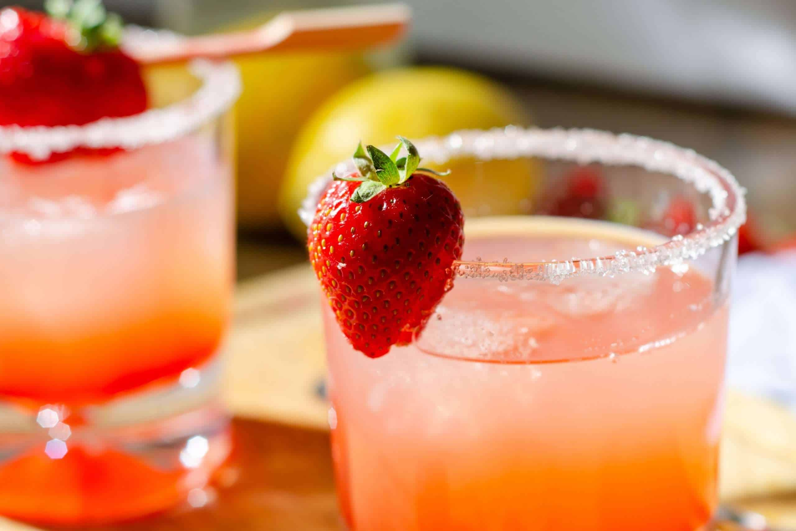 Low carb strawberry lemonade cocktail