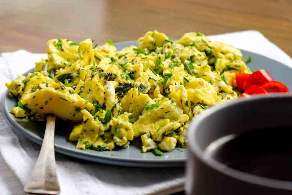 Herby Scrambed Eggs with a coffee and tomatoes