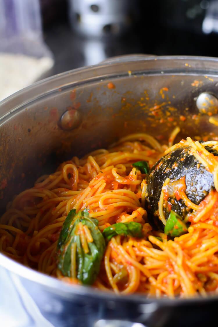 Jollof Spaghetti - ready in the pot