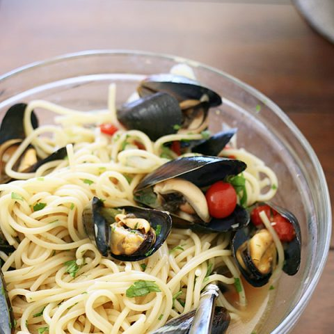 Mussels with Fennel, Garlic, and Tomatoes