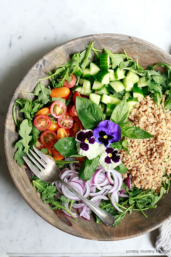 Vegan farro salad with arugula, tomatoes, and cucumber. I love this healthy summer salad.
