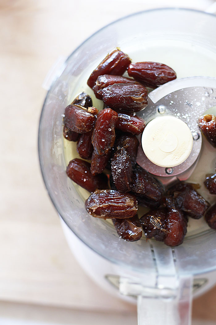 how to make caramel sauce with dates