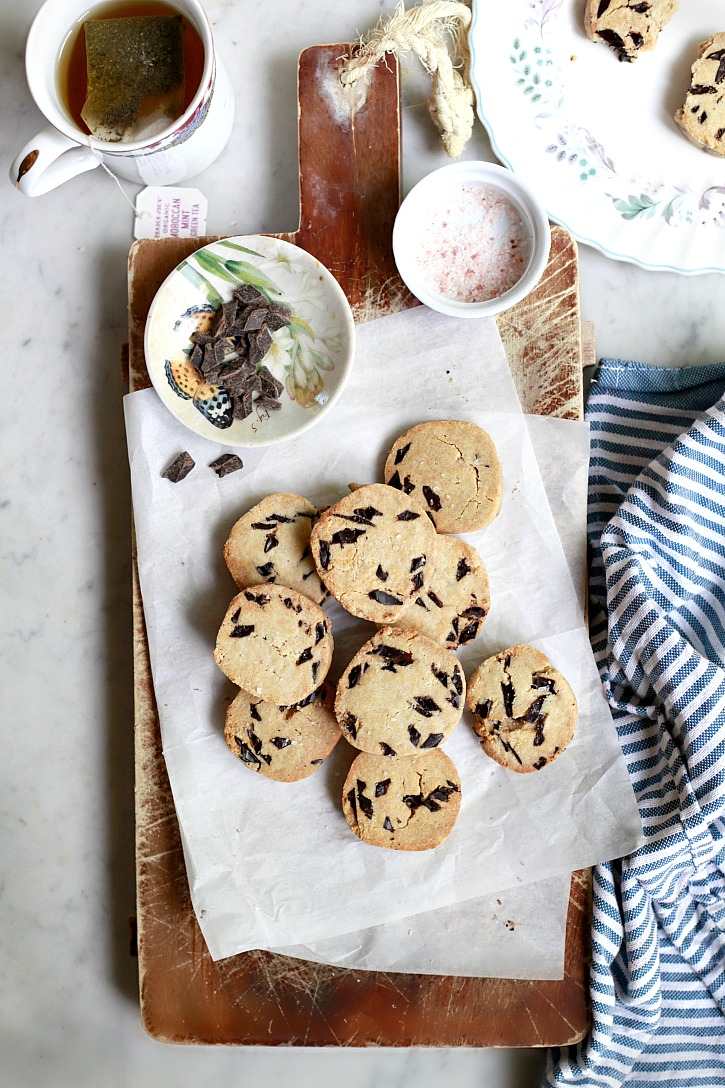 These vegan chocolate chip cookies are made with natural ingredients like almond flour and coconut oil.