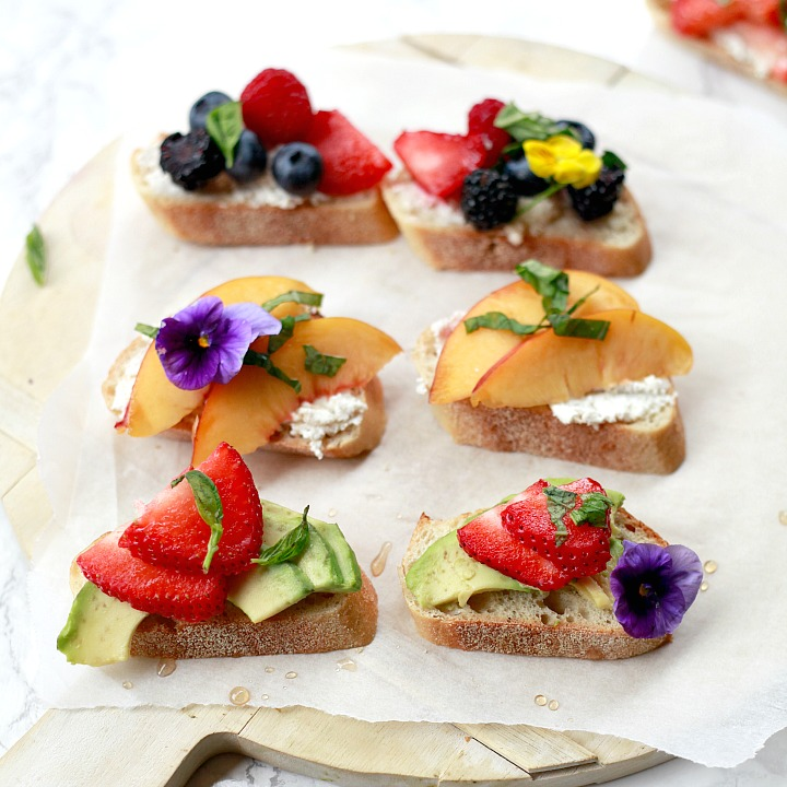 Beautiful fruit crostini with balsamic and basil. This vegan appetizer is perfect for summer parties.