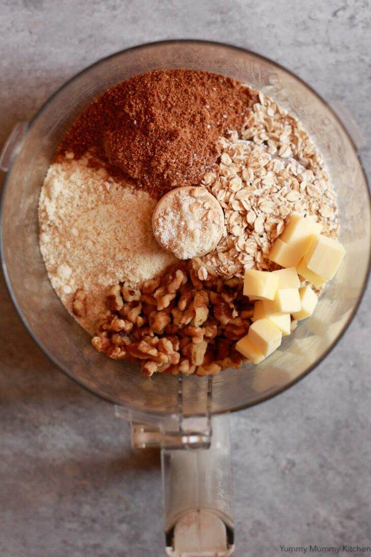 The ingredients for this apple pie crumb topping include oats, coconut sugar, almond flour, nuts, and butter.