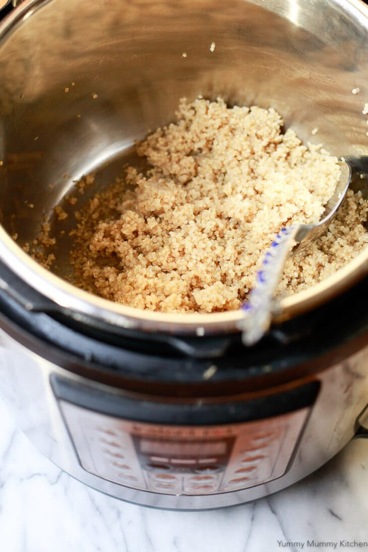 An instant pot pressure cooker filled with quinoa.