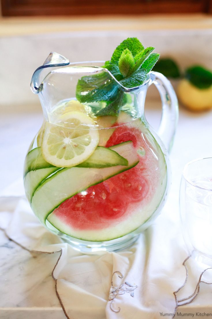 Detox water recipes! These natural detox drinks are made with lemon water infused with fresh fruit. They are great for weight loss, flat belly, and clear skin.