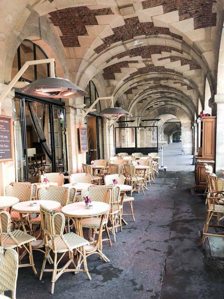 A beautiful Parisian cafe in le Marais, Carette.