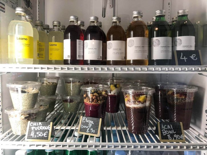 Healthy juices and food from juice bar in le Marais Paris.