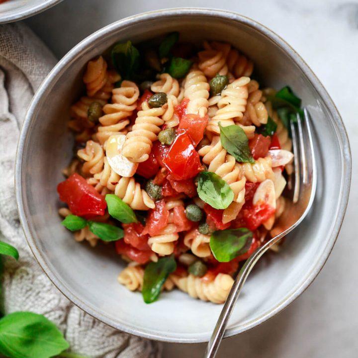 Easy Fresh Tomato Basil Pasta