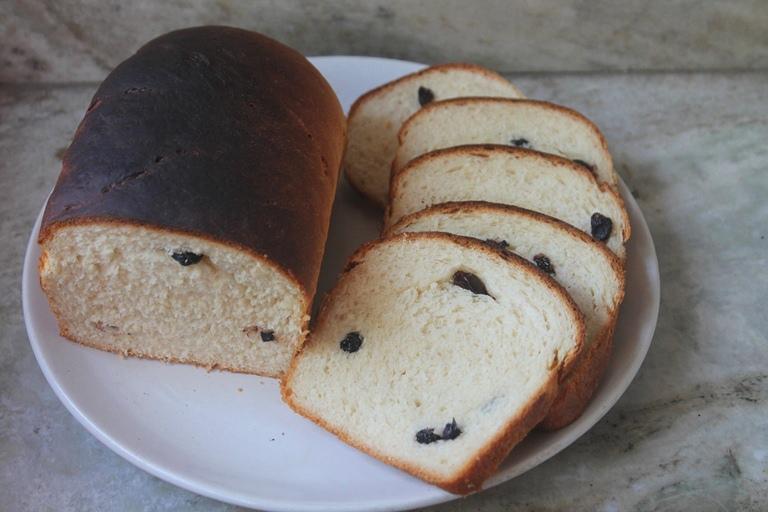 https://www.yummytummyaarthi.com/raisan-bread-recipe-eggless-cinnamon/