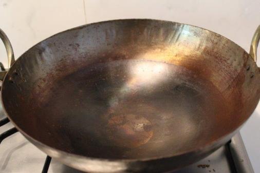 making coriander powder