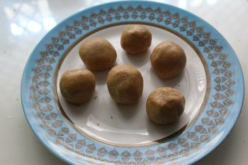 White Chocolate Biscuit Balls
