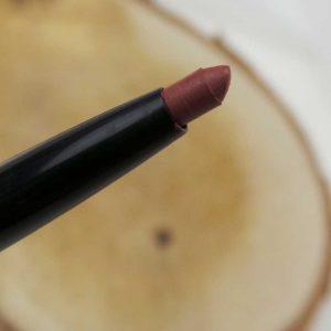 Lips-yustsome-lipliner-p2-manhattan-lipstick-3