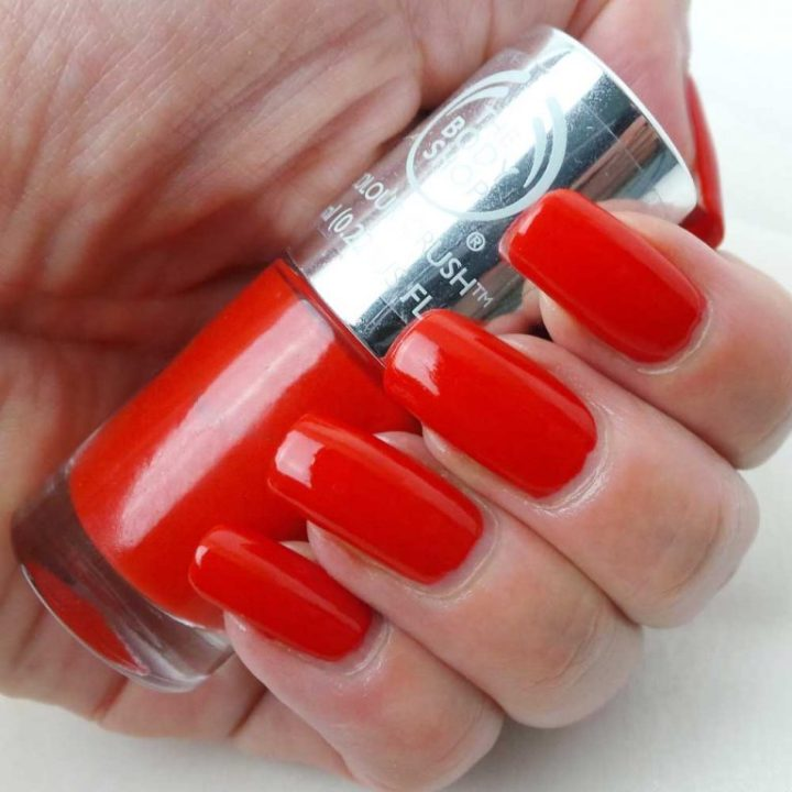 The-Body-Shop-130-red-my-mind-nagellak-yustsome-swatchedit-2