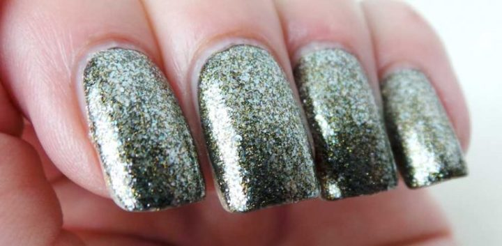 glitz-glam-jewelry-topcoat-essence-yustsome-33-where-is-my-crowns-swatched-cu