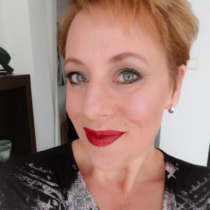 NYX Snowwhite lipstick lipswatch yustsome lips red lips 4