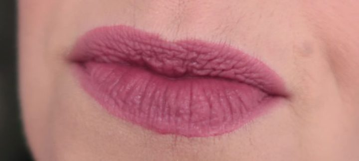 maybelline-vivid-matte-liquid-45-possessed-plum-yustsome-review-face-look2a