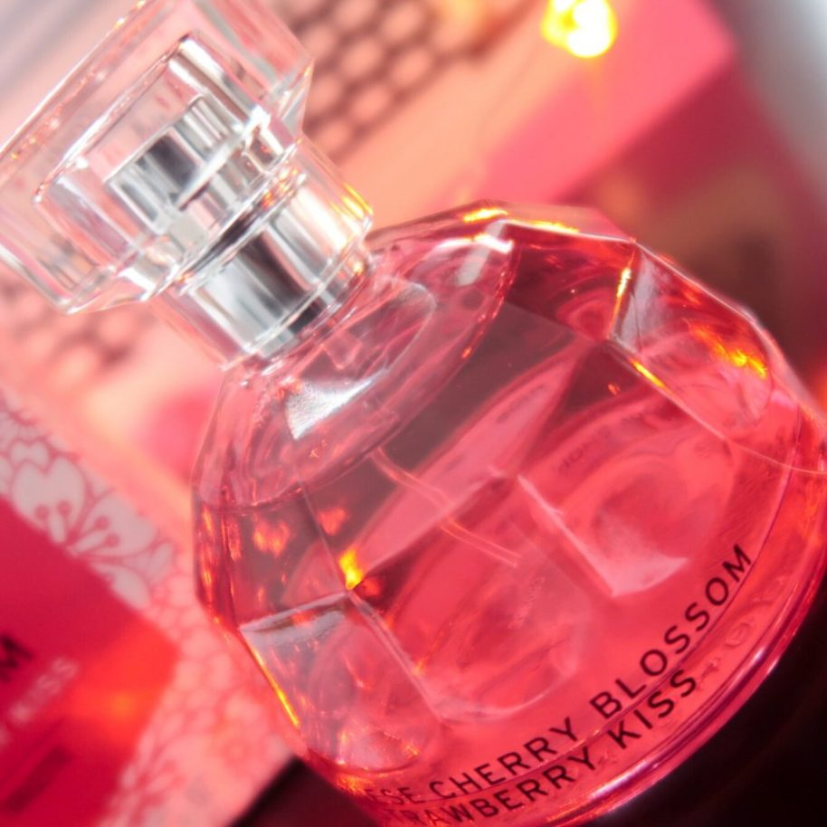 Valentijn, Valentine, Bodyshop, EDT, Eau de toilette, parfum, Cherry, strawberry, Japan, blossom, beauty, blogger, yustsome