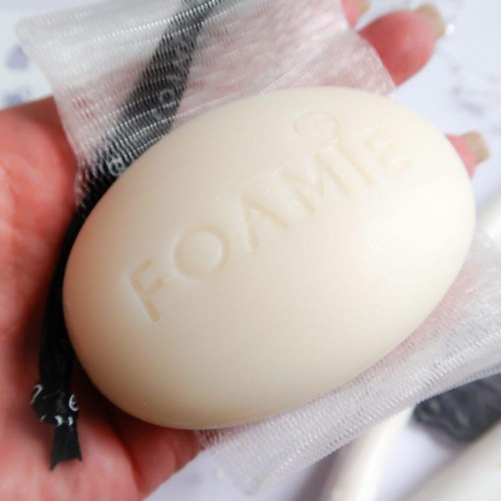 FOAMIE, vaste, zeep, shampoo, haren, wassen, Vegan, bescherming, PH neutraal, hoofdhuid, vriendelijk, beauty, blog, yustsome