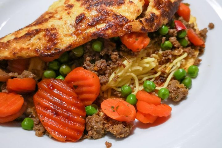 Gevulde, omelet, ei, gehakt, nasi, kruiden