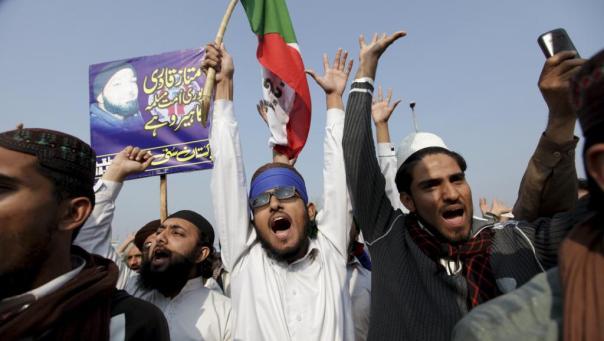 De nombreuses personnes ont manifesté pour afficher leur mécontentement après l'exécution de Mumtaz Qadri, à Rawalpindi, au Pakistan, le 29 février 2016. Photo REUTERS/Faisal Mahmood via RFI