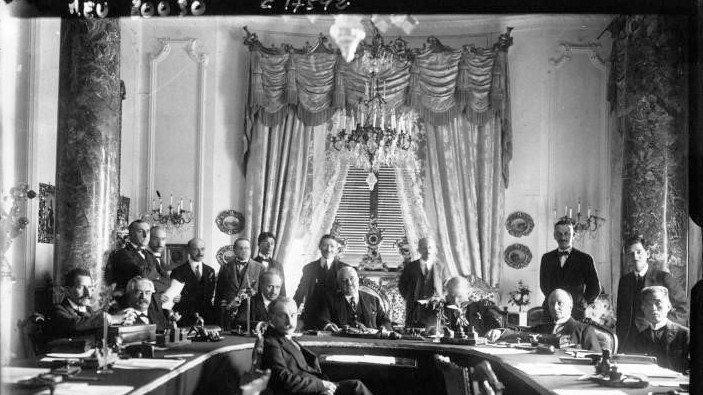 La conférence de la Société des Nations (SDN) en avril 1920 à San Remo (Agence Meurisse, BNFGallica.fr)