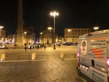 Giacomo Rindone in giro per Roma a vendere le sue arance rosse. Piazza del Popolo