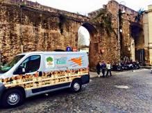Giacomo Rindone in giro per Roma a vendere le sue arance rosse. Porta Portese