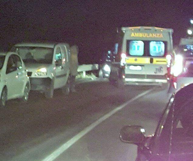 Violento impatto sulla statale 284: tre feriti