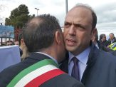 Adrano, il Ministro dell'Interno Angelino Alfano saluta il Sindaco Pippo Ferrante