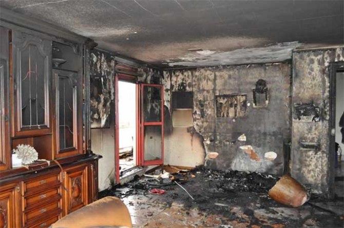 L'appartamento devastato dalle fiamme