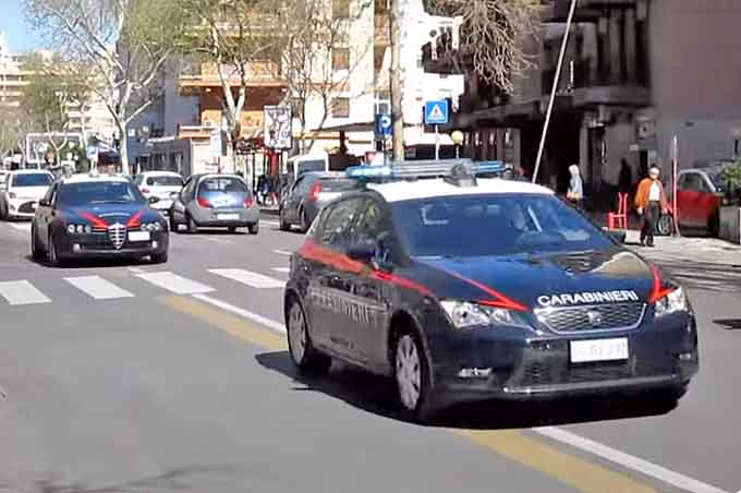 Catania. Ruba prodotti al centro commerciale, arrestata adranita 23enne
