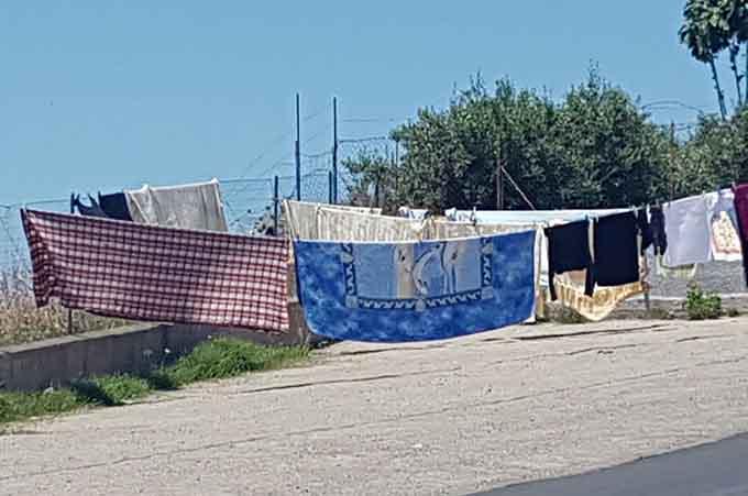 """Biancavilla, i """"caminanti"""" si spostano nel piazzale di via della Montagna. Dopo """"Clandestino"""" pulizie in piazza Don Bosco"""