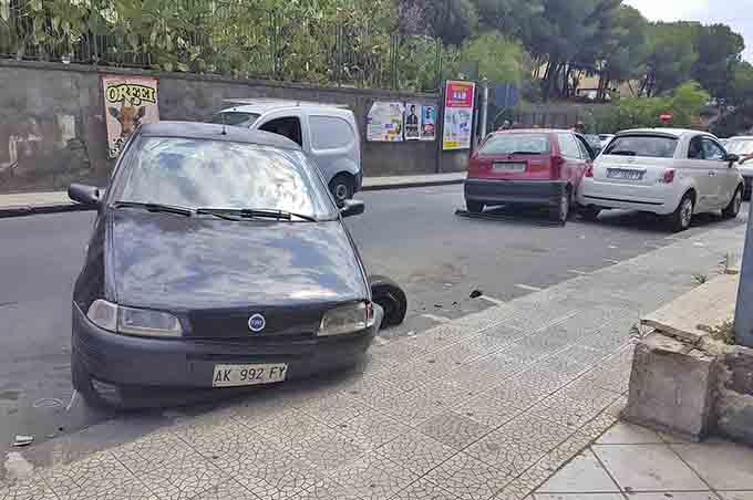 Biancavilla, incidente in via Colombo: due feriti lievi