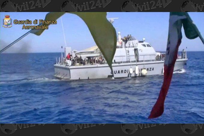 Catania, sbarco di 596 migranti: fermato scafista