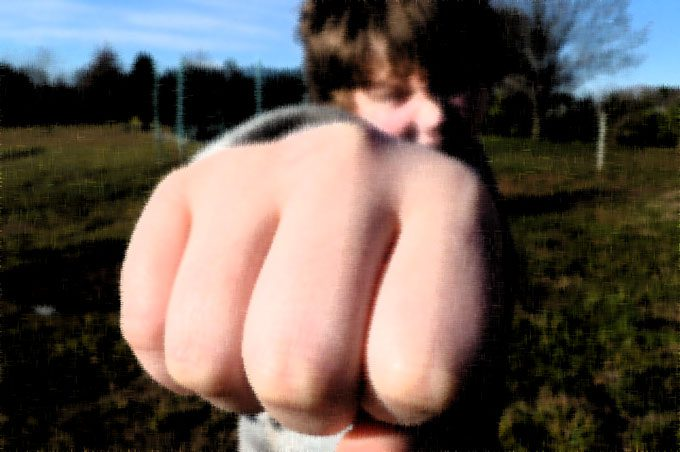 Adrano, 5 giovani denunciati per l'aggressione di agosto alla villa comunale