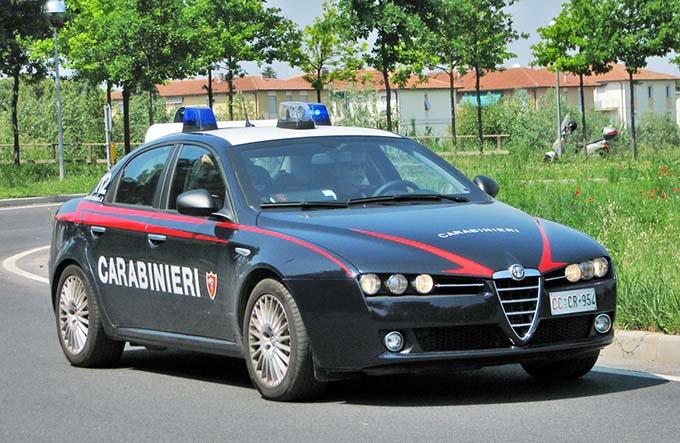 Catania. Aggredisce il titolare di un bar ed i Carabinieri intervenuti