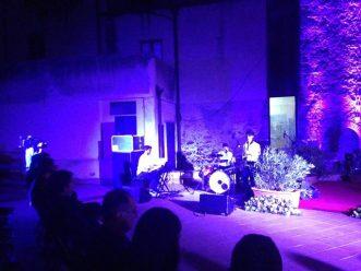 Il trio sax, batteria e piano