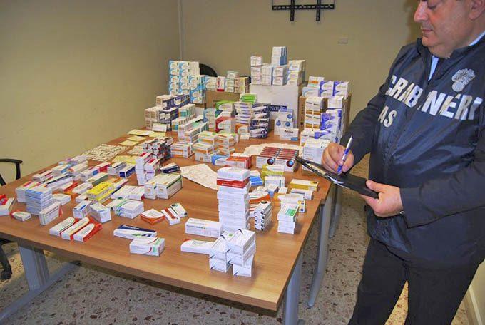 Adrano, i Carabinieri sequestrano ad una farmacia medicinali privati dei bollini adesivi