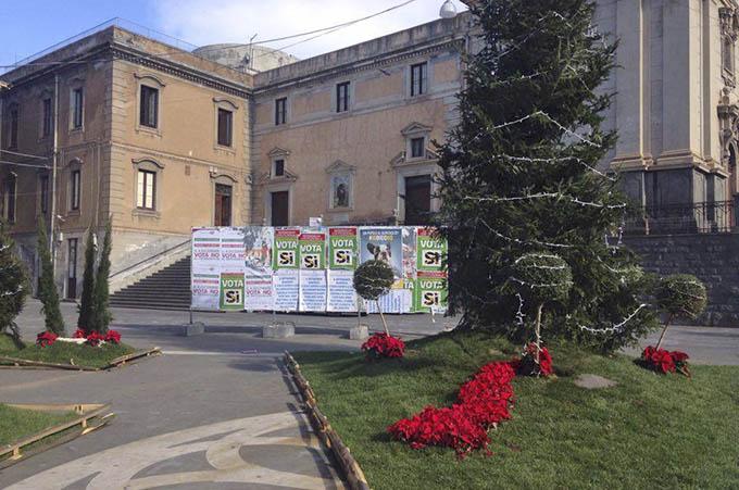Biancavilla, l'addobbo stonato dei cartelloni del referendum