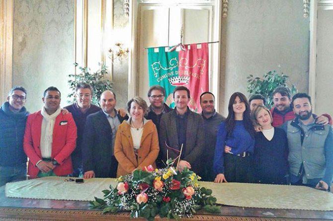 Foto di gruppo dopo la nomina del neoassessore Graziella Manitta (al centro)