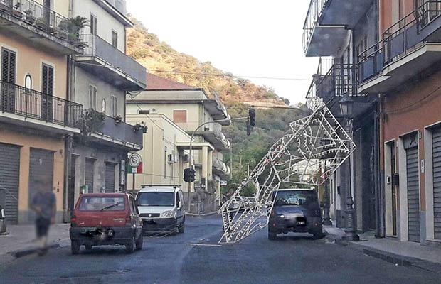 Francavilla, cade luminaria prima della festa patronale