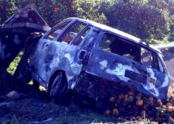 Motta Sant'Anastasia, in fiamme auto piena di arance