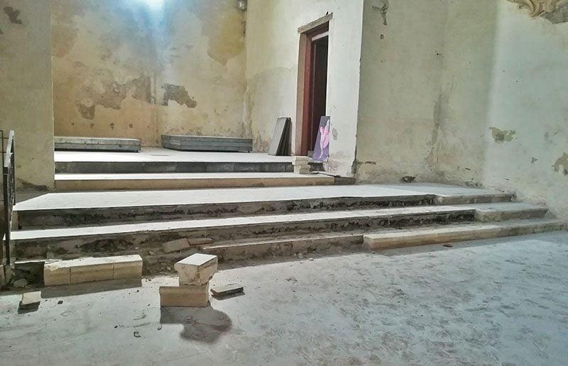"""Paternò. I ladri colpiscono in """"alto"""": rubati i gradini di San Francesco alla collina"""