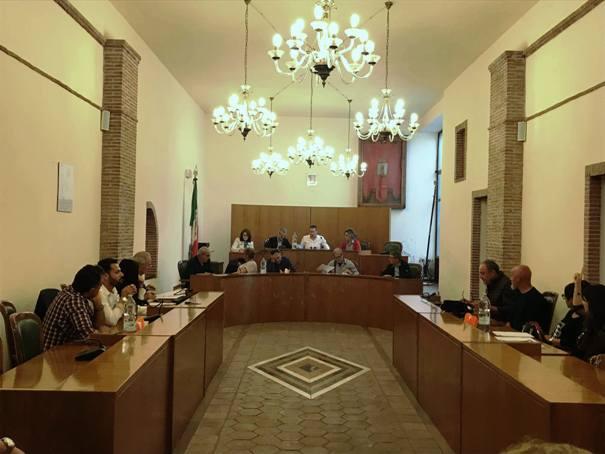 Santa Maria di Licodia. Lunedì consiglio comunale su orari apertura Posta e riqualificazione Ss284