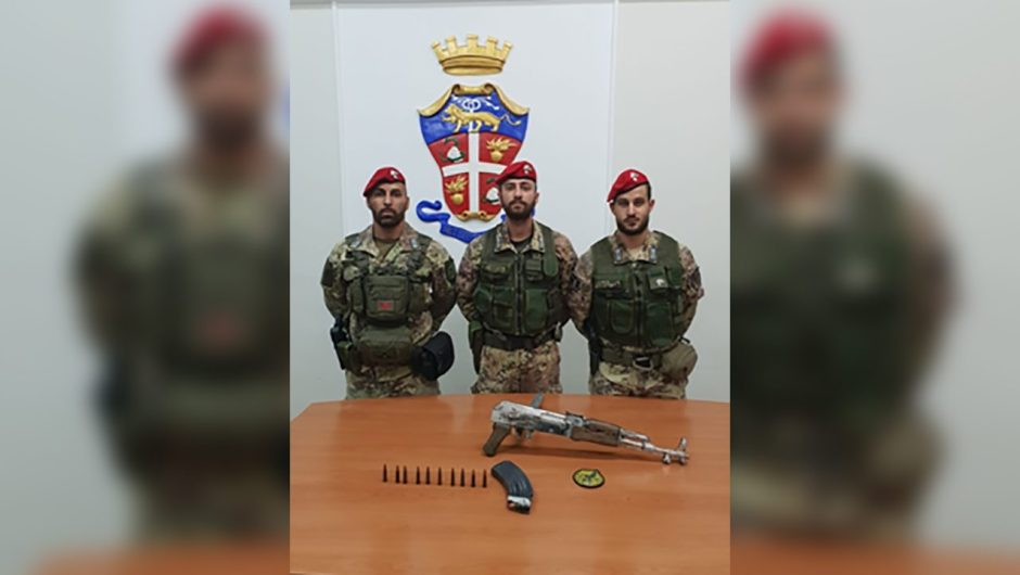 Biancavilla. I Carabinieri ritrovano Kalashnikov