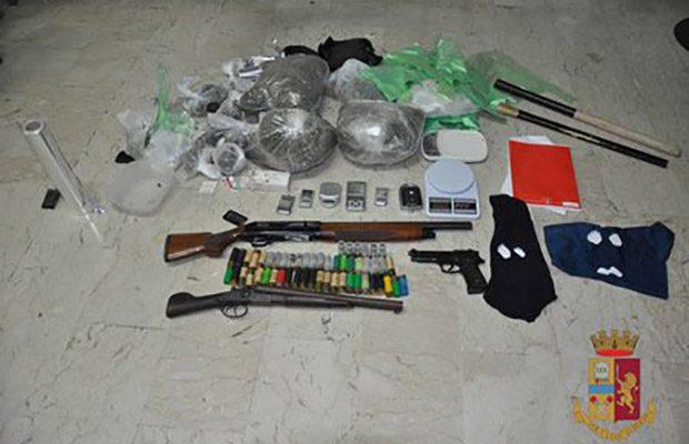 Adrano. Due arresti per droga e armi